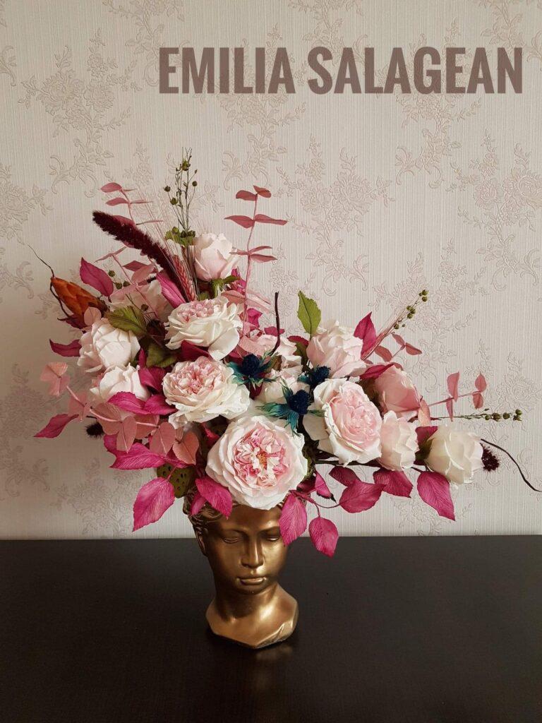 aranjament floral asimetric trandafiri